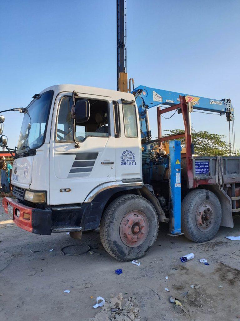 Vận tải cửu Long - Chuyên dịch vụ cho thuê xe cẩu - xe cẩu tải - xe cẩu bánh xích tại khu vực nội thành tphcm và các tỉnh thành lân cận. Liên hệ: 0989114114