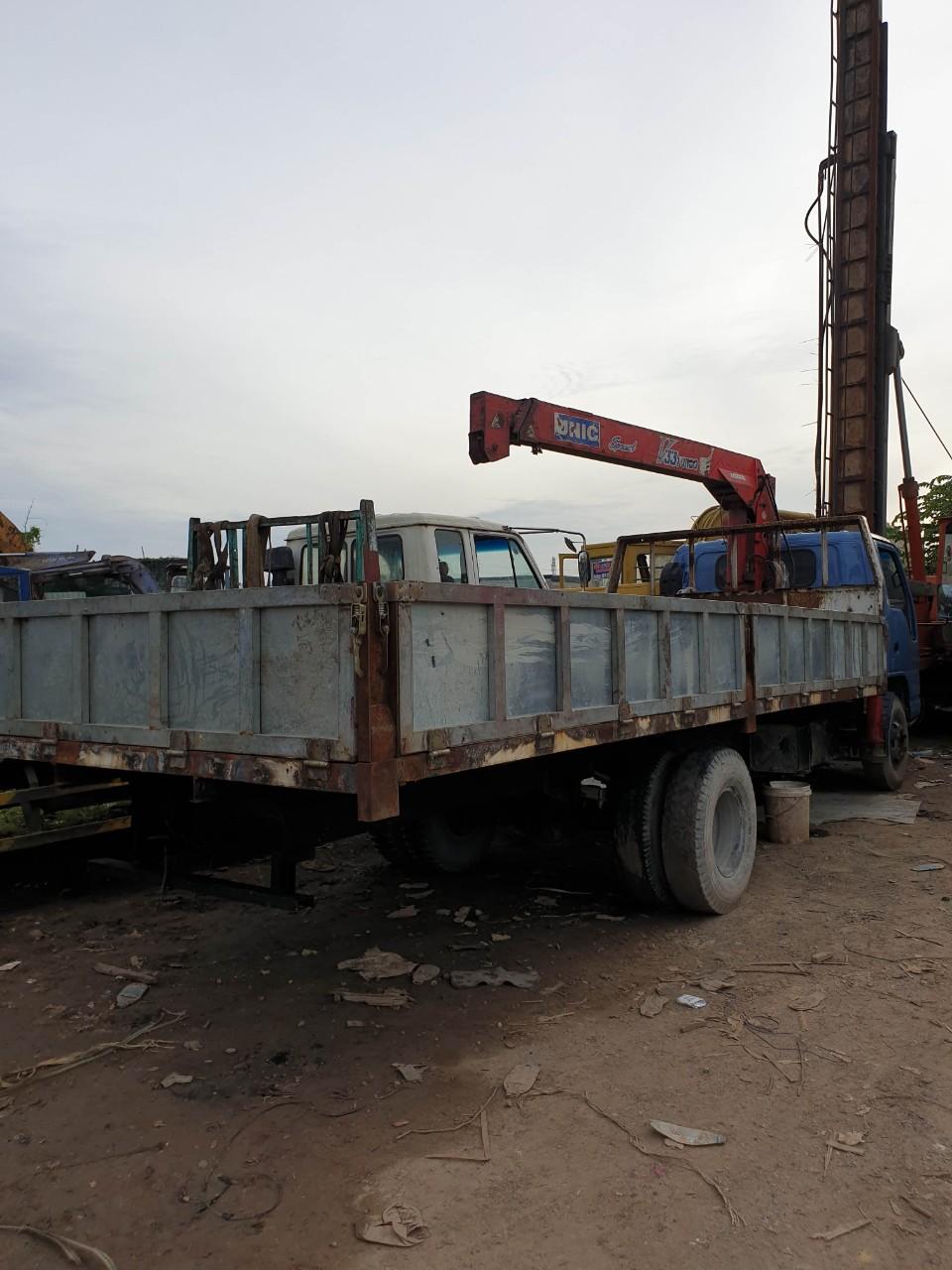 Cho thuê xe cẩu - xe cẩu tải - xe cẩu thùng - xe cẩu bánh xích tại tphcm